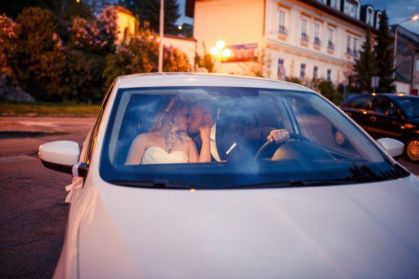 nevesta a zenich v aute reportaz