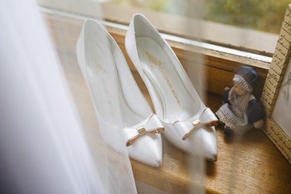 svadobne detaily topánky foto Martin Almasi