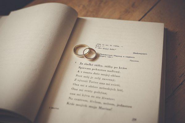 svadobne detaily prstene foto Martin Almasi