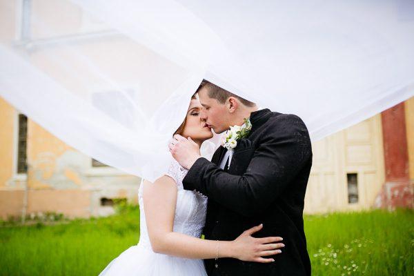 svadobný portrét nevesta a ženích Veľký Krtíš foto Martin Almáši
