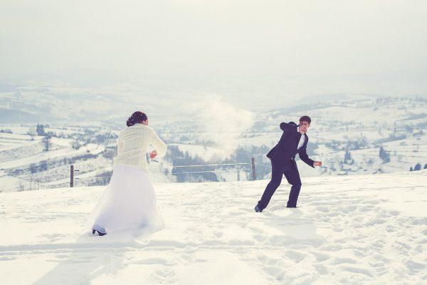 svadobný portrét nevesta a ženích zimná svadba Hriňová