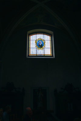 vitrážové okno v kostole