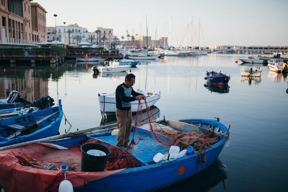 Ráno v prístave Bari v Taliansku