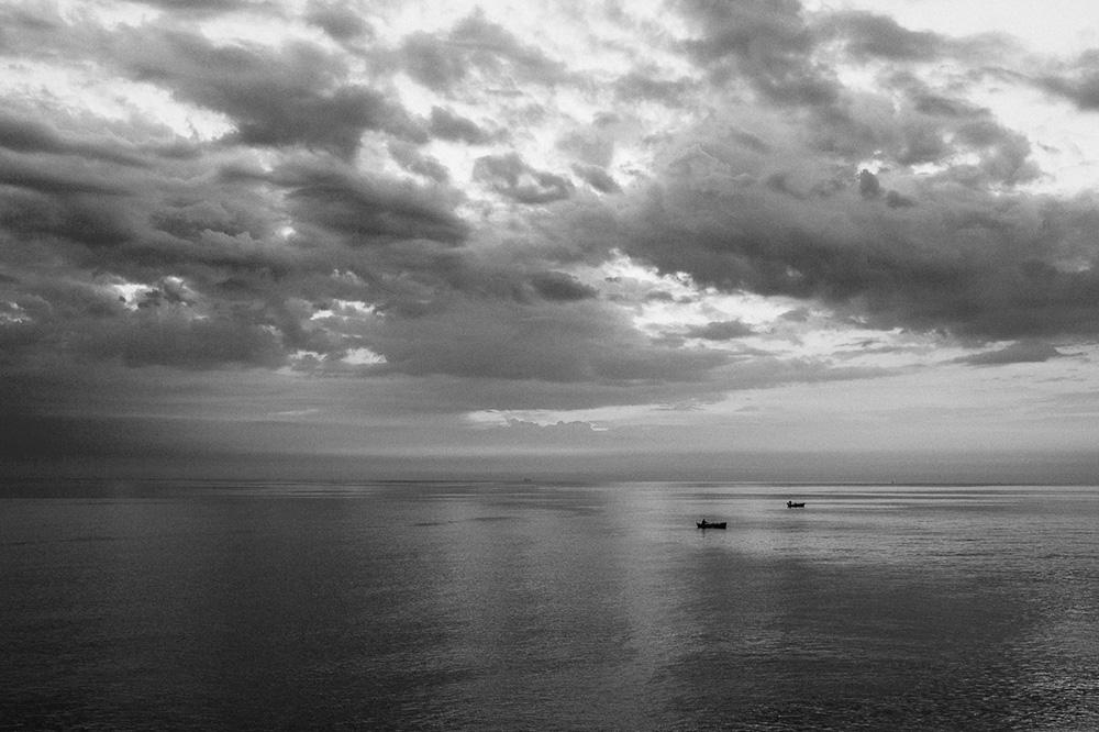 Ranné more pred výchdom slnka v Bari. Morning Sea before sunrise in Bari. Martin Almasi Photography