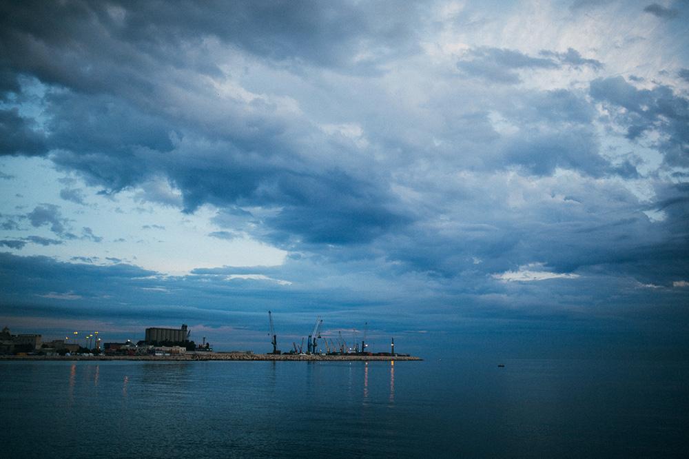Ráno v prístave Bari v Taliansku. Sunrise in Bari port Italia. Martin Almasi photography