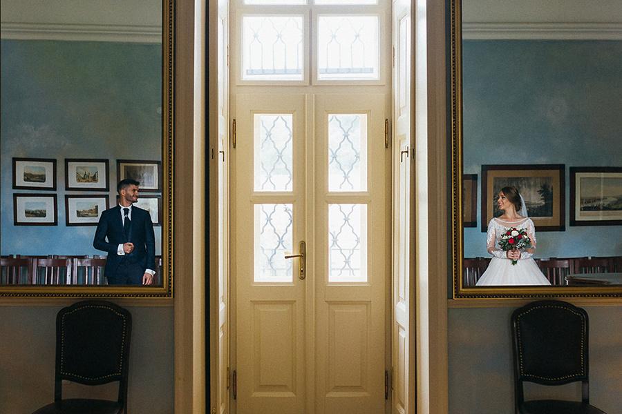 kreatívne zrkadlenie v svadobnej fotografii