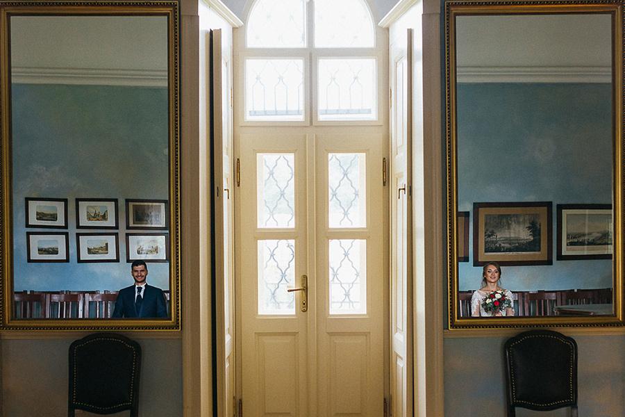 kreatívna svadobná fotografia so zrkadlami