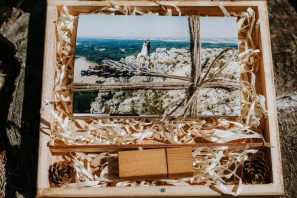 drevená krabička na svadobné fotografie